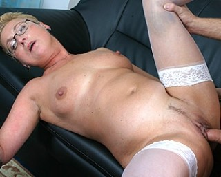 This horny mama loves to get some cum